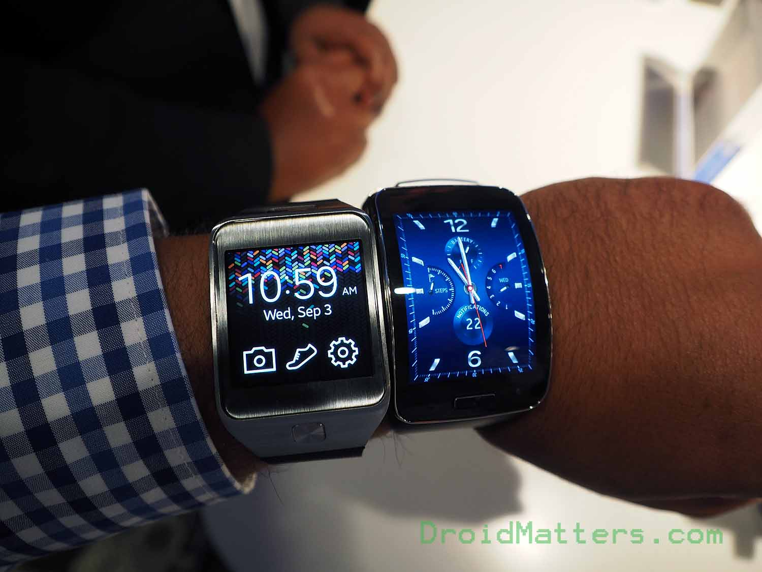 samsung 39 s gear s smartwatch will be available on nov 7. Black Bedroom Furniture Sets. Home Design Ideas